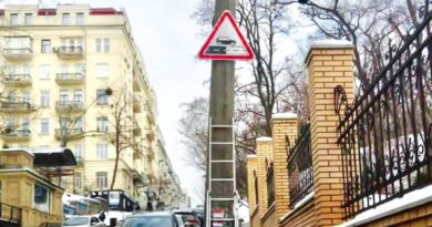 На столичних дорогах уперше в Україні встановили дорожні знаки 1.40 «зміна покриття».