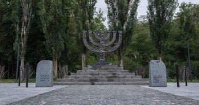 """Діячі культури просять не виділяти землю Меморіальному центру """"Бабин Яр"""""""