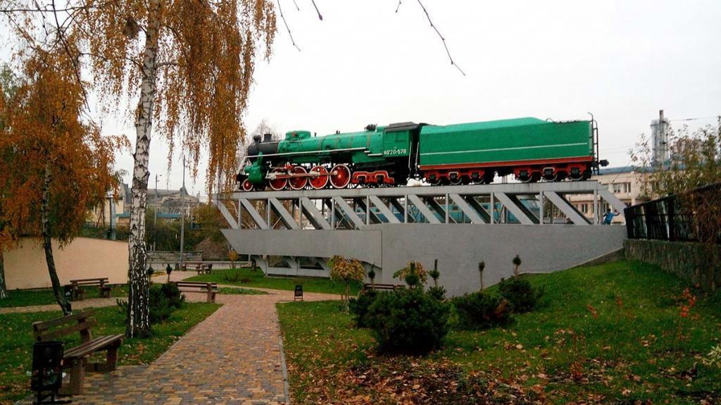 Памятник паровоза ИС-578 (ФДп20-578)