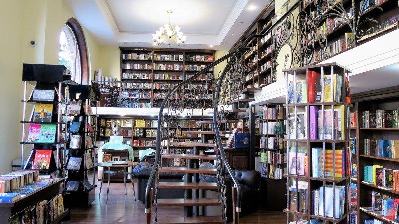 Книжный магазин «Сяйво книги» предоставляет пространство для популяризации художников современности