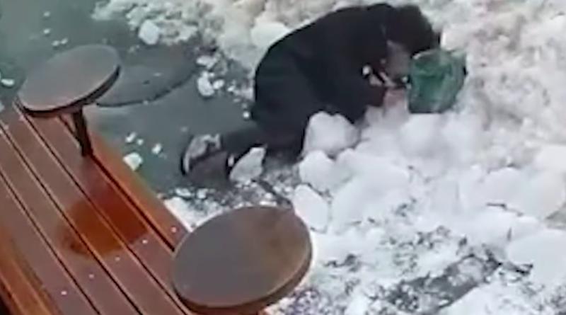У Києві брила льоду впала на жінку. Зламані ребра та проткнута легеня. Відео