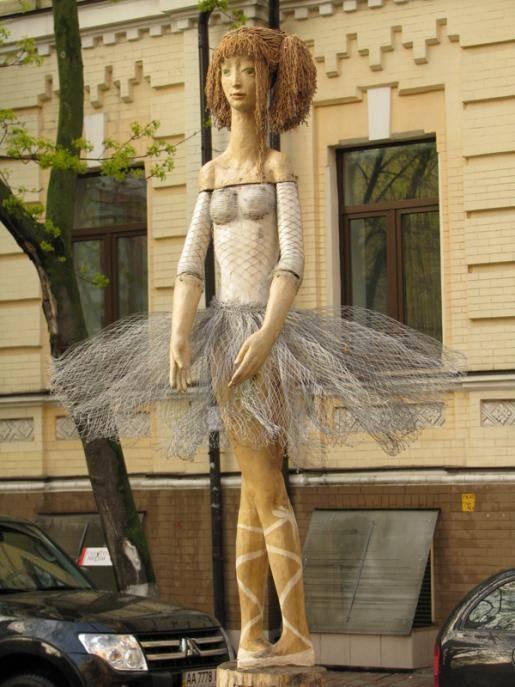 дерев'яну скульптуру Балерини
