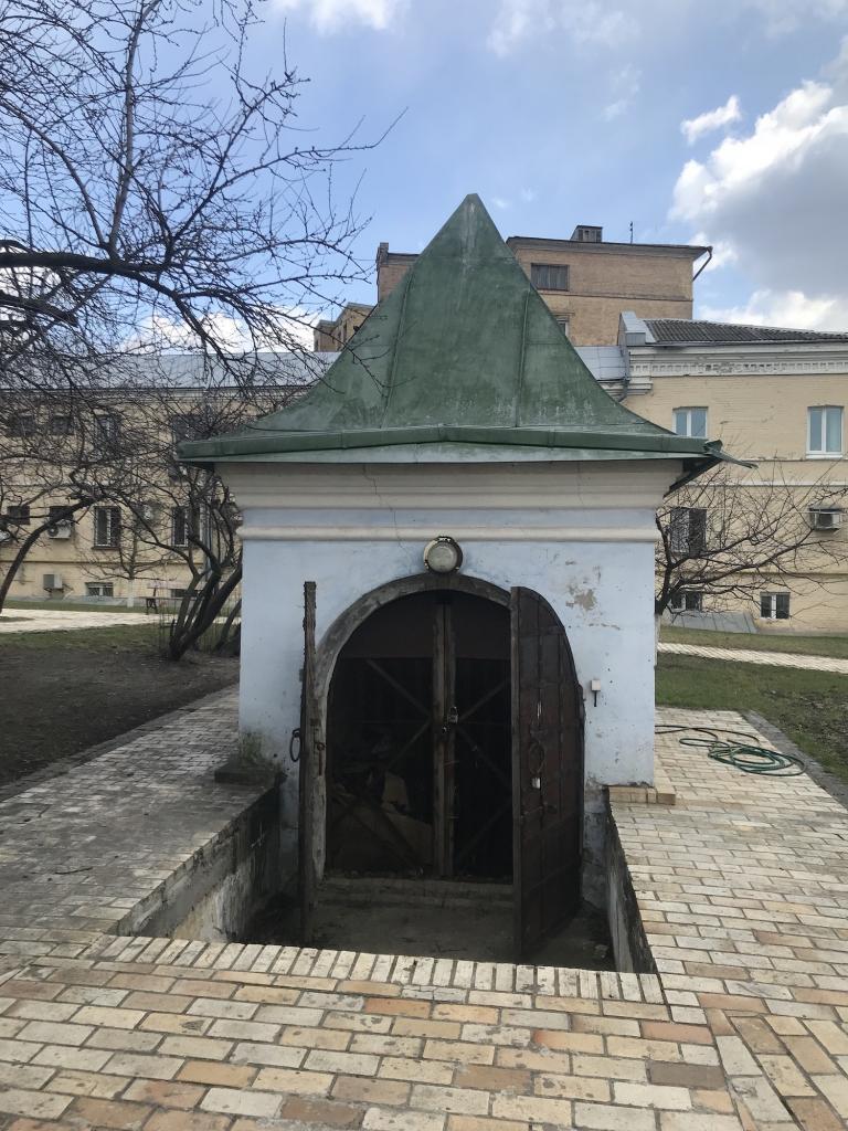 Старинный погреб Михайловского Златоверхого монастыря