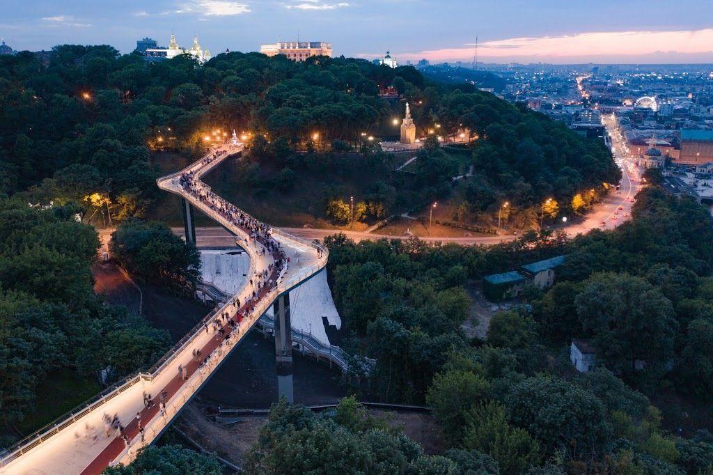 Пешеходно-велосипедный мост через Владимирский спуск или городов Кличко.