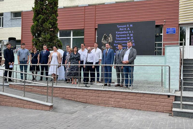 Памятный знак в честь медиков, погибших в борьбе с COVID-19