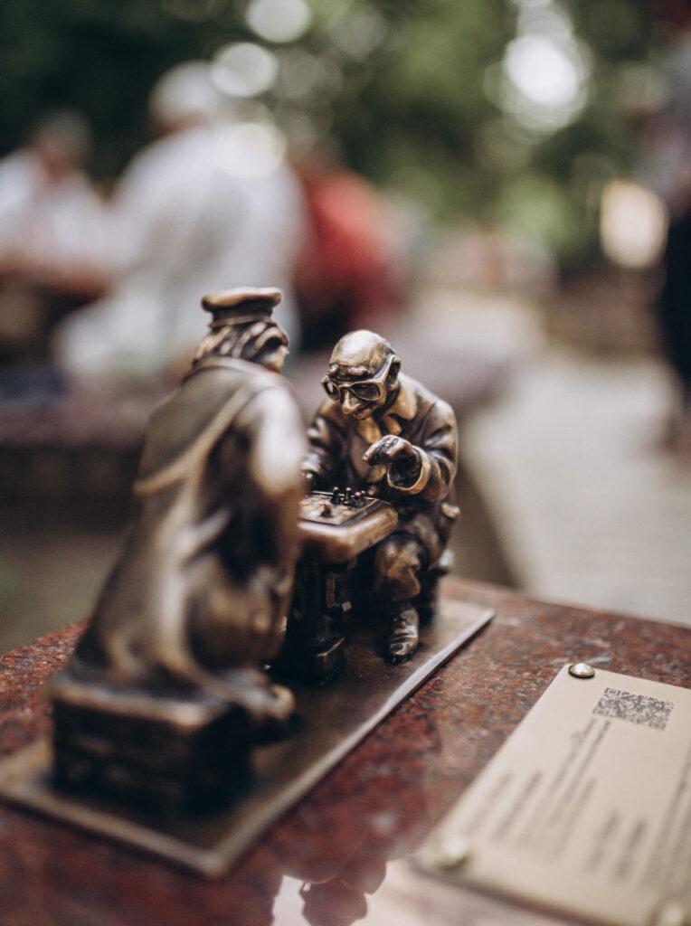 "19-мини-скульптурка проекта ""Ищи"" - Киевские шахматы"