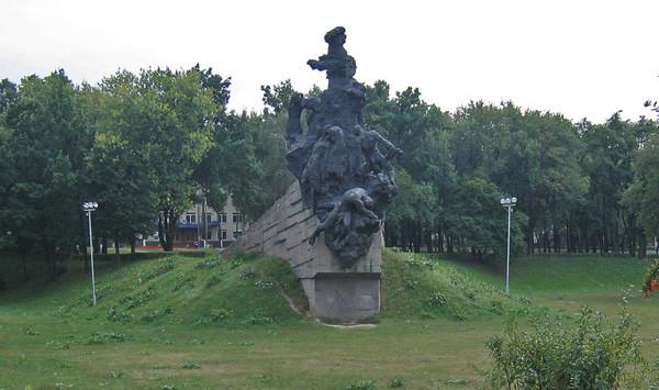 Памятник советским гражданам и военнопленным, расстрелянным в Бабьем Яру. История