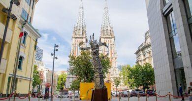 Посольство Италии подарило Киеву скульптуру архитектора Паоло Коия.