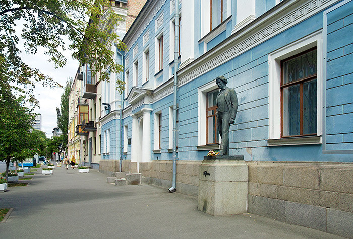 Памятник Илье Репину