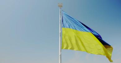 До Дня прапора та 30-річчя незалежності України місто встановило новий тризуб на флагштоку найбільшого державного прапора.
