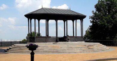 З історії київських пам'яток - Альтанка на верхній терасі Володимирської гірки.