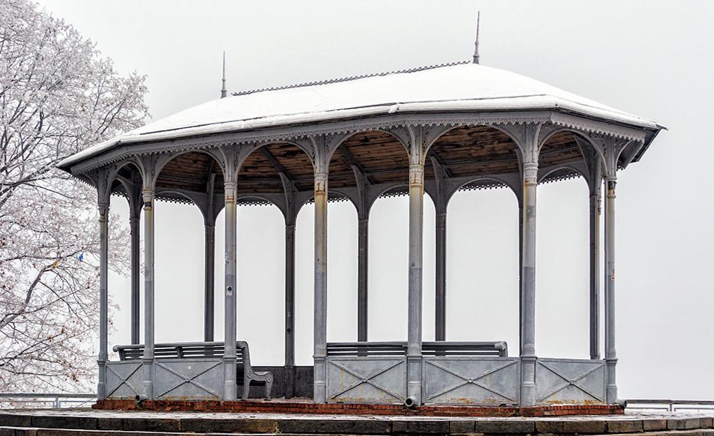 Альтанка на верхній терасі Володимирської гірки