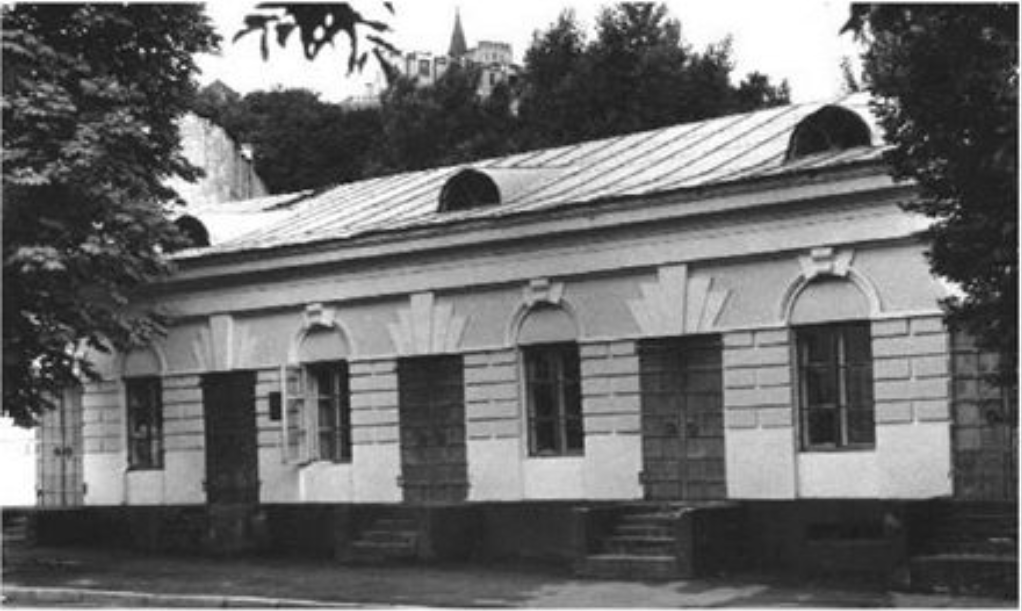 Каменица с магазинами на Покровской, 11