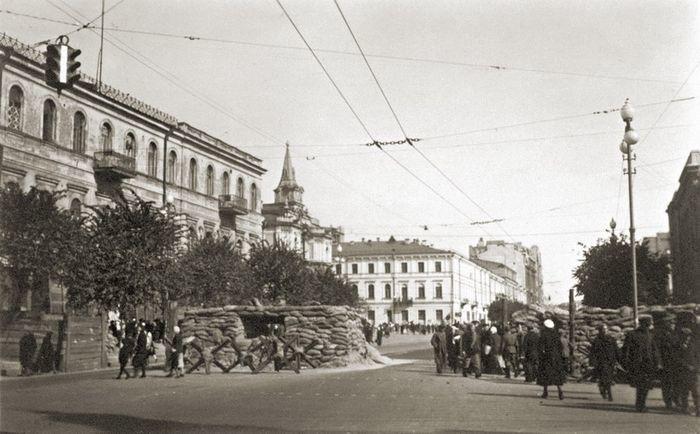 Киев под нацистами: кто жег и взрывал Крещатик.