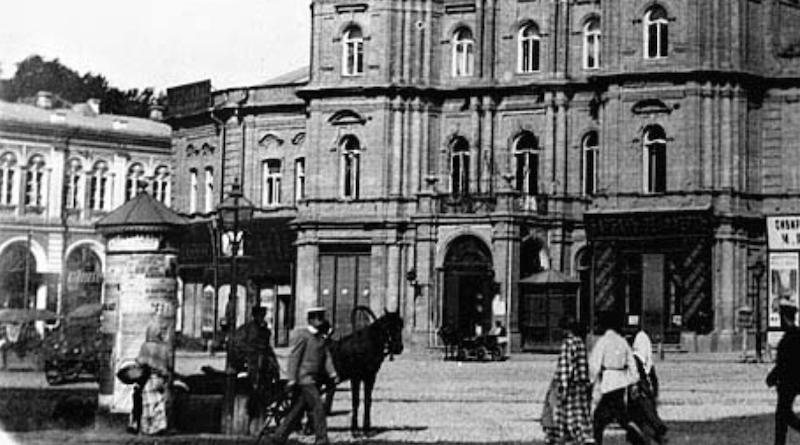 Київська афішна тумба