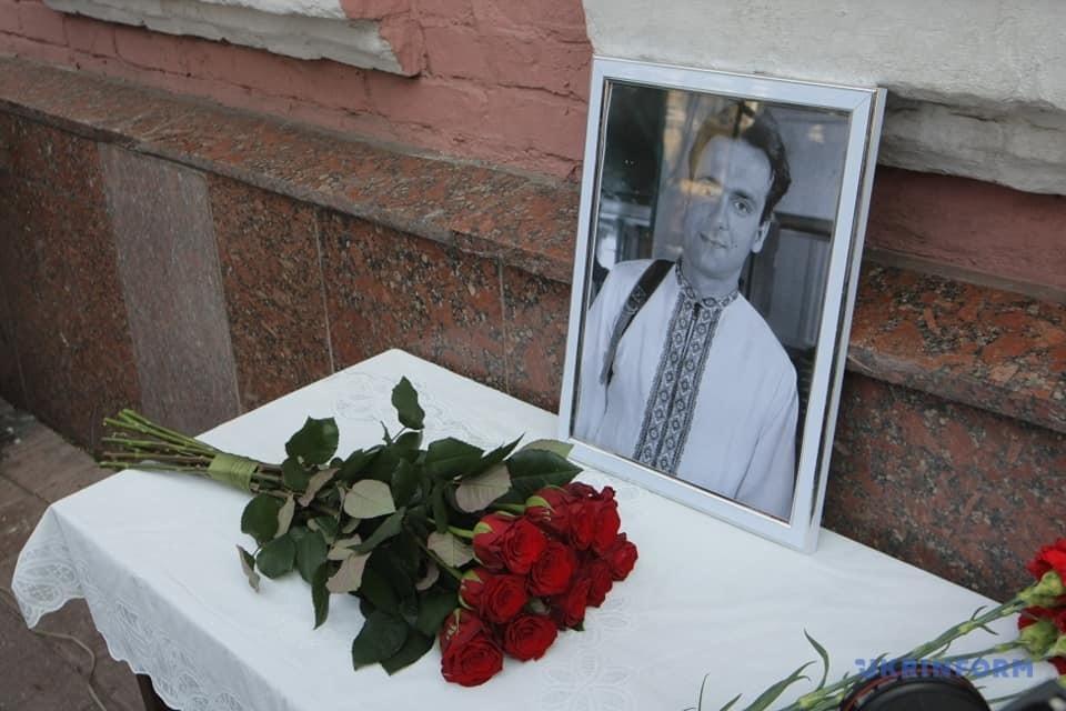 Меморіальна дошка Георгію Гонгадзе