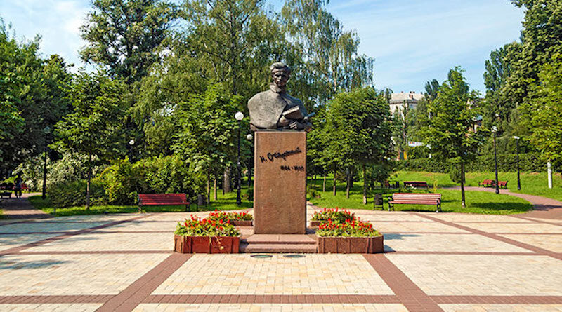 З історії київських пам'ятників - Пам'ятник Миколі Островському.