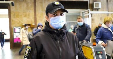Поліцейська київського метрополітену Ірина Атаманчук врятувала життя пасажиру, в якого зупинилось серце. Відео