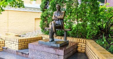 Из истории киевских памятников - Памятник Михаилу Булгакову.