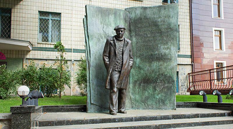 Пам'ятник Володимиру Короткевичу