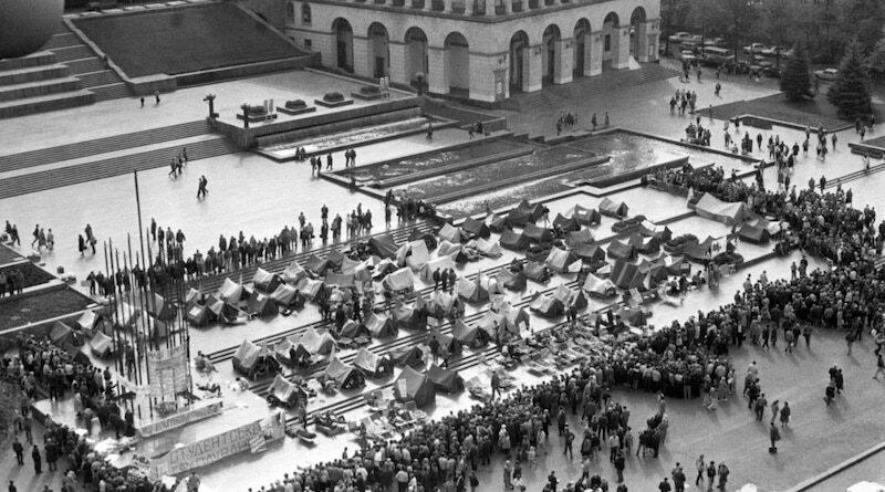 Студентський протест на Майдані 1990 року.