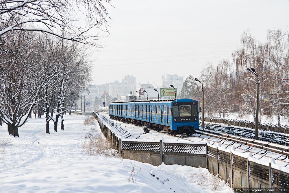 Станція метро «Чернігівська»