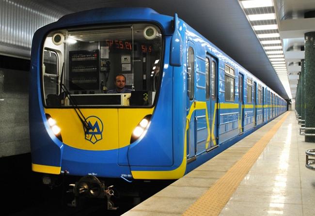 """Ляшко не відкидає закриття метро в разі потрапляння Києва до """"червоної"""" зони. Маршрути зі столиці також можуть заборонити"""