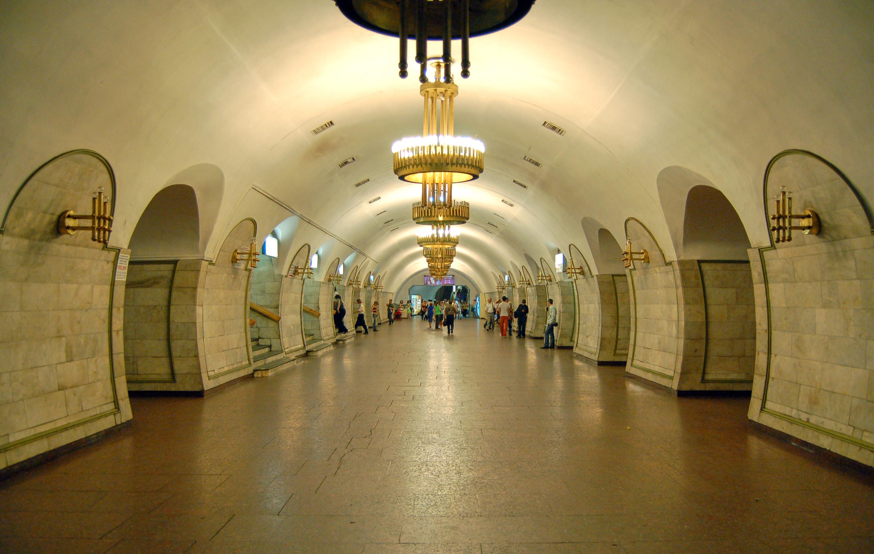 """Станцію метро """"Площа Льва Толстого"""" закрито на вхід і вихід: надійшло повідомлення про замінування, - КМДА"""