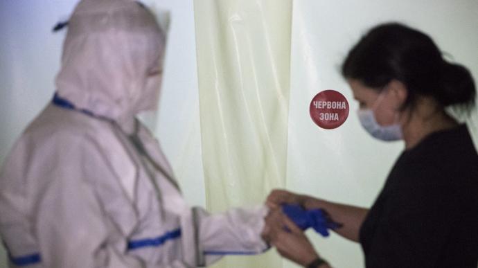 Кількість загиблих від коронавірусу у Києві наближається до тисячі