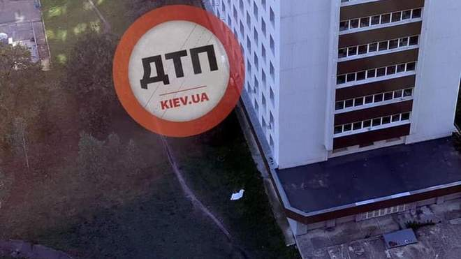 Хворий на COVID-19 наклав на себе руки, вистрибнувши з вікна київської лікарні