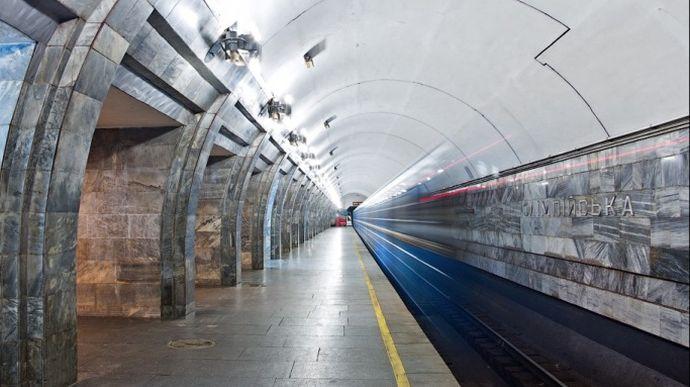 Київське метро ввечері може обмежити вхід на три станції через матч