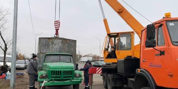 На Троєщині розігнали вуличних торговців: 13 авто евакуювали